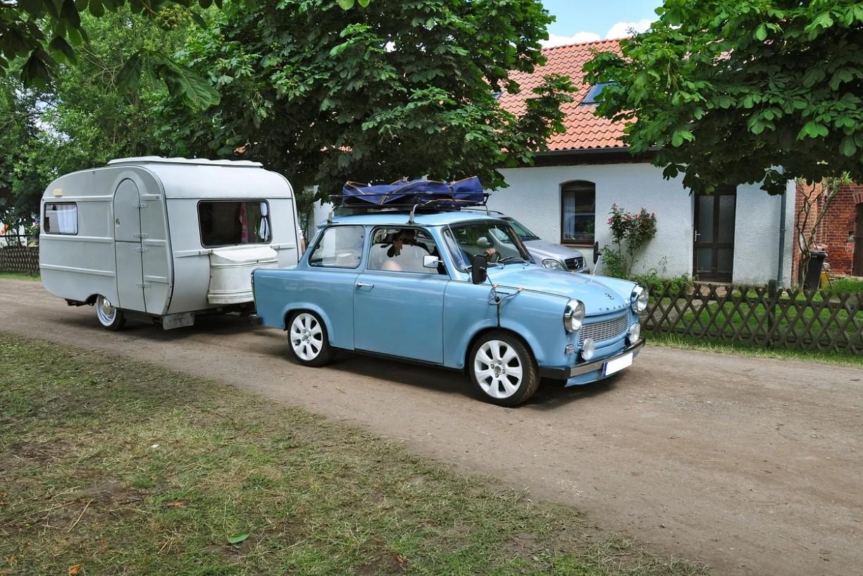 Jízda po Česku s tažným zařízením na Ford Galaxy a obytným karavanem