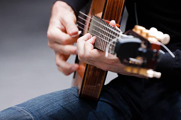 kytara z boku